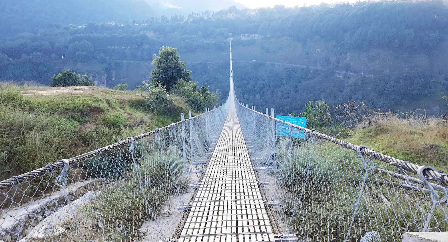 Photo of पर्वत र बाग्लुङ जिल्ला जोड्ने विश्वकै लामो दाबि गरिएको झोलुङ्गे पुल